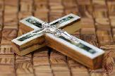 0Olive-Wood-Mother-of-Pearl-Mix-Color-Small-Wall-Crucifix-1.jpg